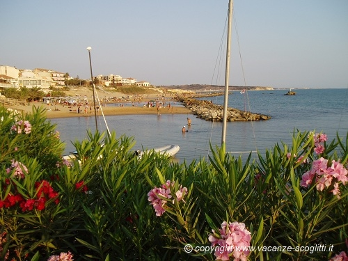 vacation rental sicily scoglitti beach : general view of the beach
